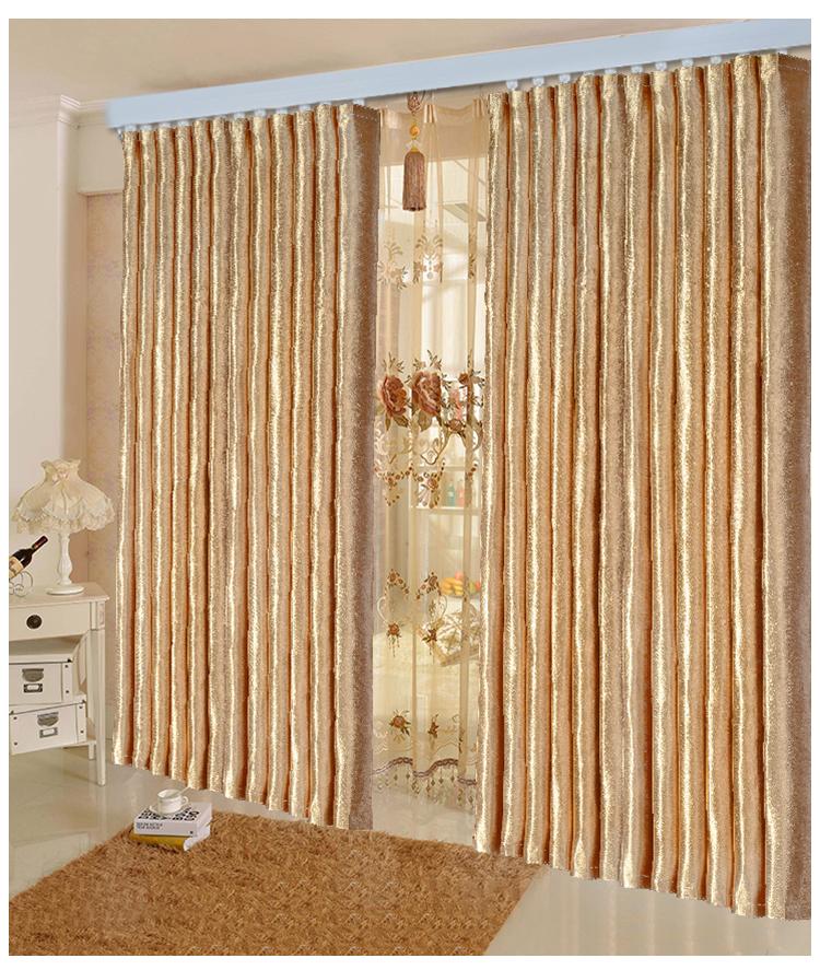 隔音窗帘一般是布艺窗帘的形式,采用高科技铝蒸镀方法,制作出具有隔音、隔热功效的薄膜,运用专有技术加工成极其细微的丝条状,并选用优质的聚酯纤维,通过高端的编制技术编制而成。一般隔音窗帘价格一米在50-100元左右限高2.8米。在买窗帘之前,一般我们都会量好家里的窗帘尺寸,窗帘的宽度在原有的窗宽基础上乘以2.