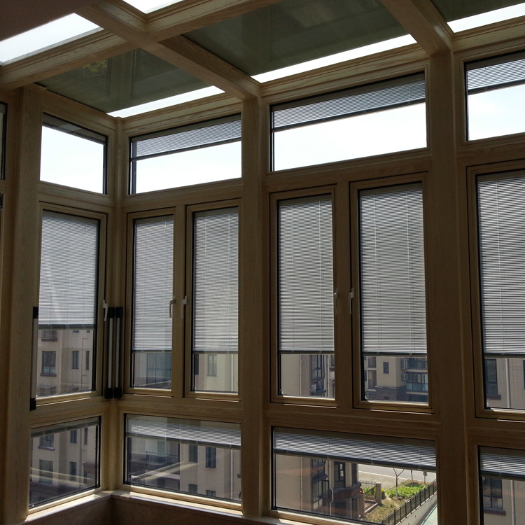 阳台遮阳窗帘